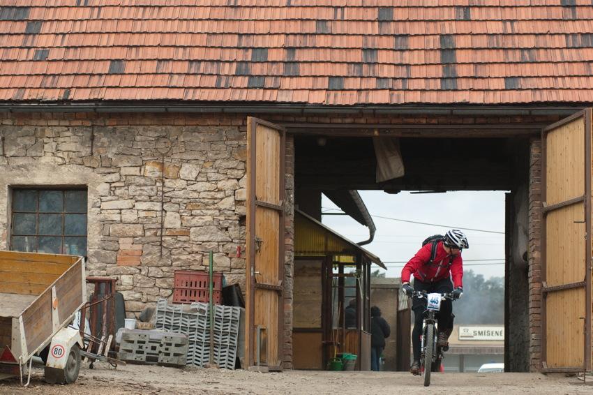 pr�jezd jednou ze stodol