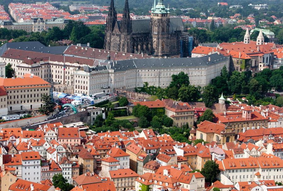bikeři obsadili Pražský hrad po sedmnácté