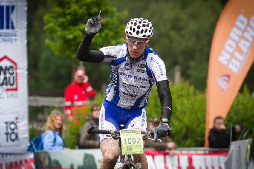 Martin Jakš vyhrává trasu B - 65 kilometrů
