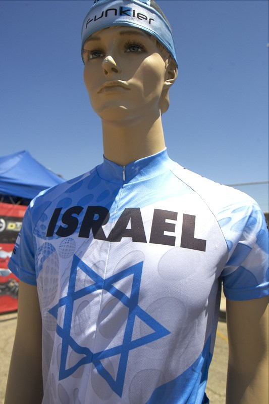 Izraelští bikeři vyrazili do boje v nových dresech