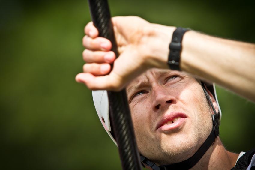 kajakář Tomáš Slovák vyhlíží paraglidistu Jana Škrabálka