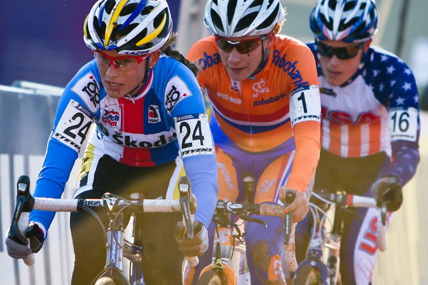Katka Nash táhne špici do posledního kola