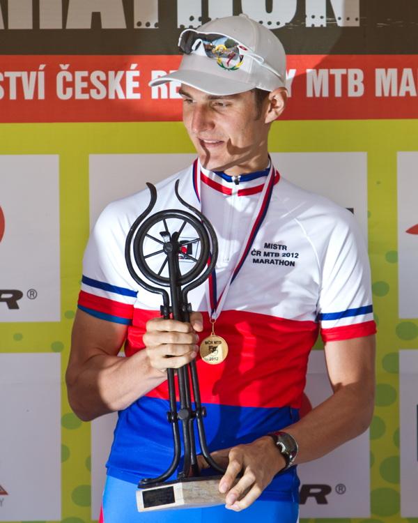 Jaroslav Kulhavý získal originální kovanou trofej