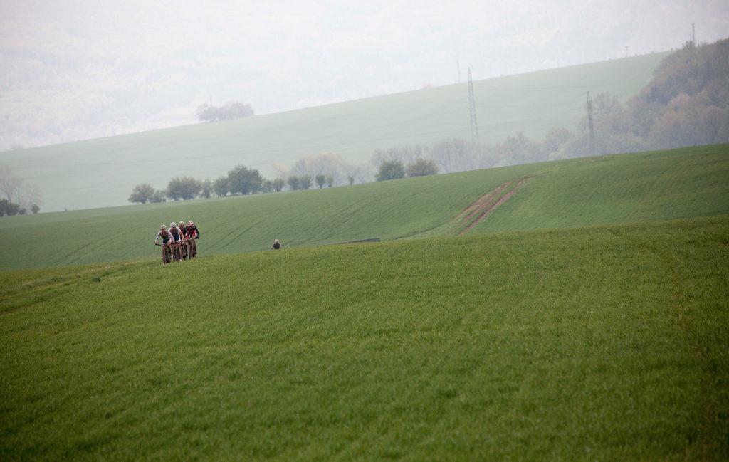 pod Uhřínovem už bylo pole značně roztrhané