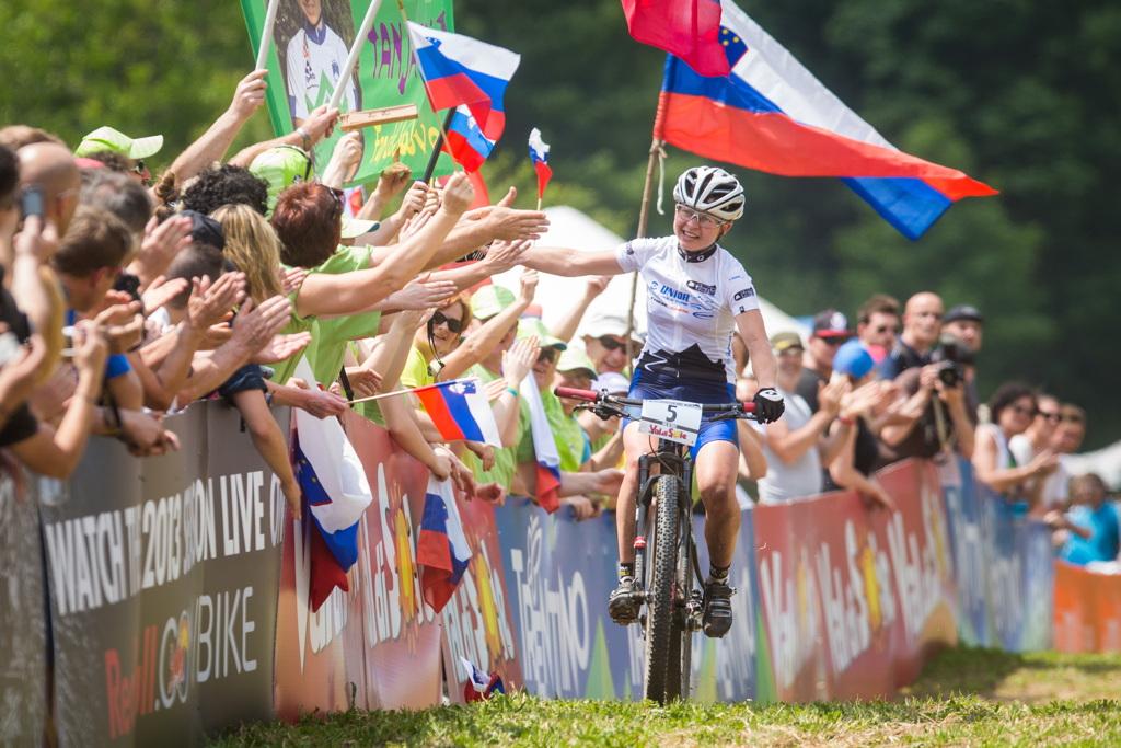 Tanja Zakelj vyhrává druhý závod SP