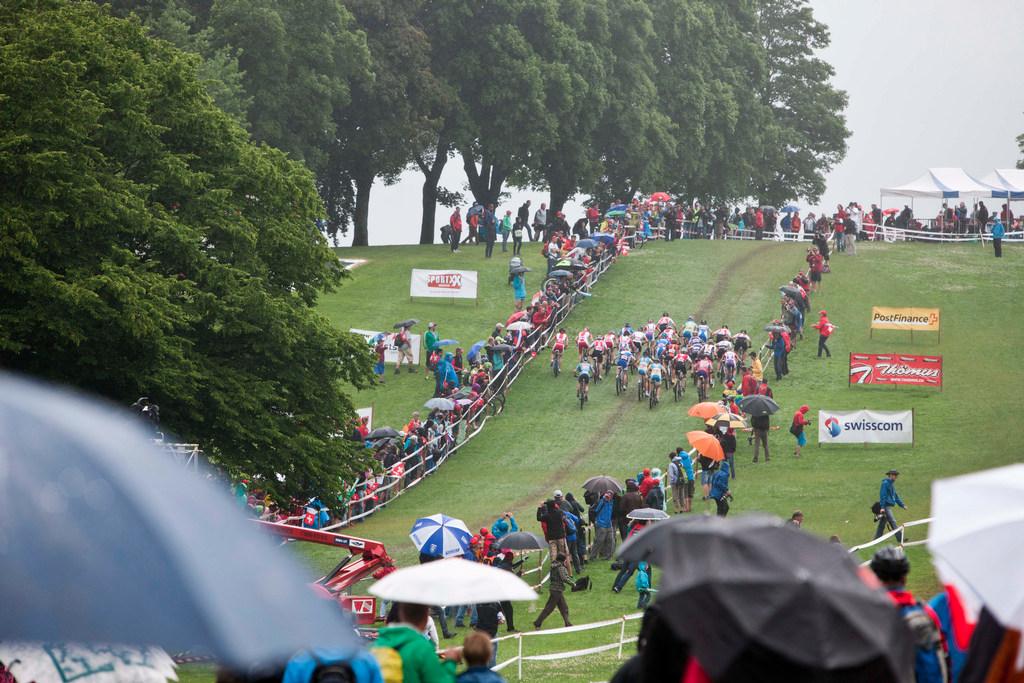 deštivý start závodu žen