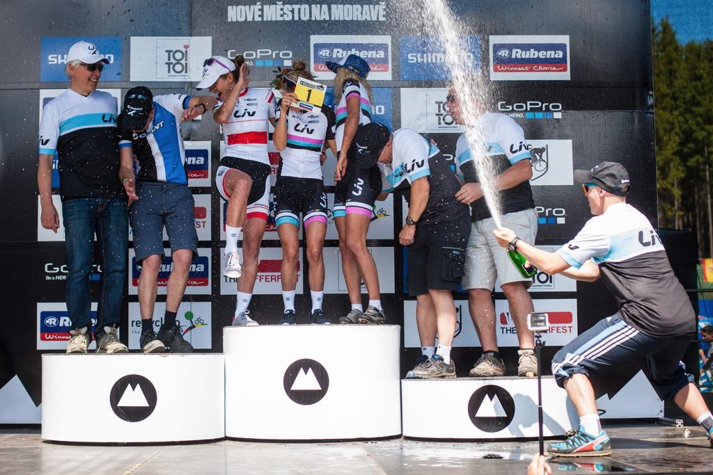 Sprcha pro nejlepší dámský tým