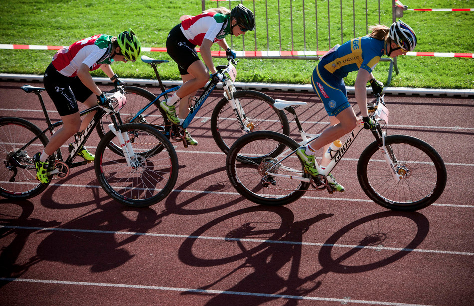 Start finále žen, nejrychlejší Alexandra Engen, ale zlato nakonec brala Kathrin Stirnemann