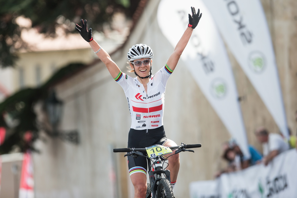 Maja Wloszczowská první vítězkou závodu žen