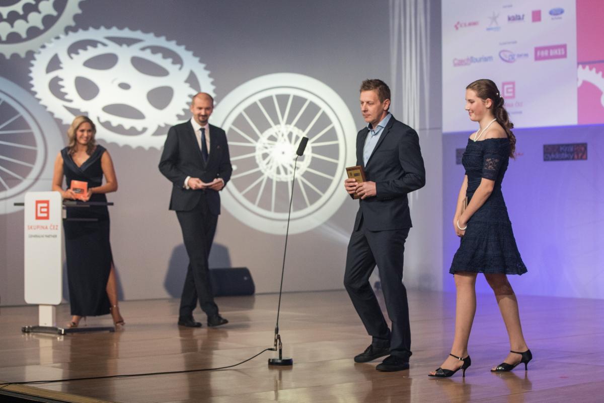 Oceněni byli i Lenka Janovská a Jaromír Friede za první pomoc jiné závodnici