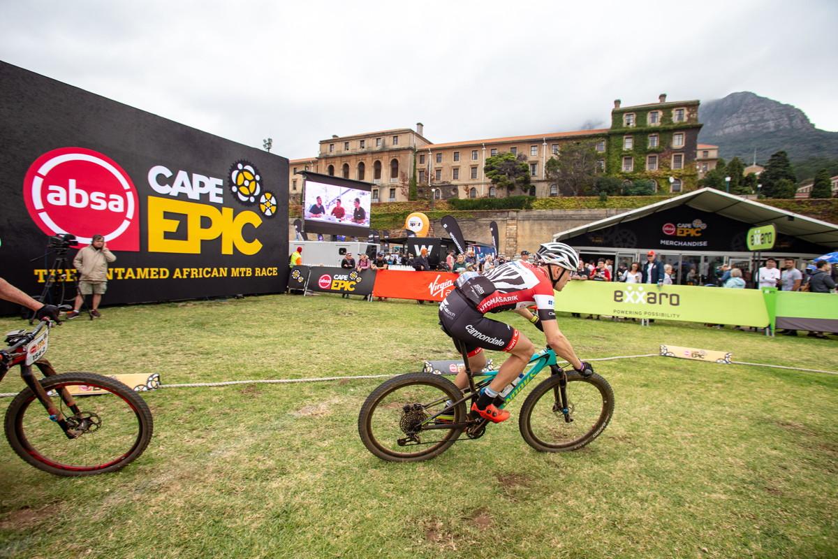 Cape Epic 2019 - David /a kus Honzy/ těsně před cílem prololgu