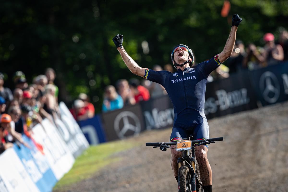 Vlad Dascalu vítězí v závodě do 23 let