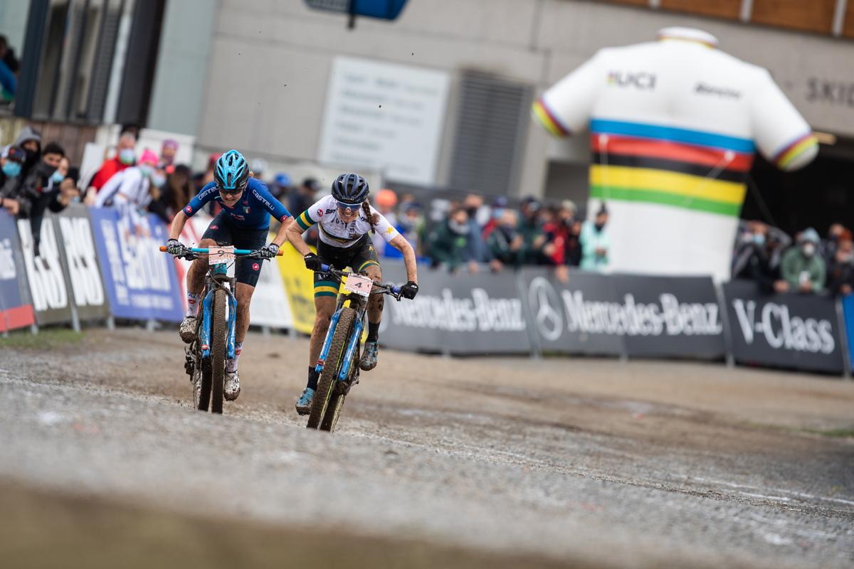 sprint o stříbro mezi Evou Lechner a Rebeccou McConnell