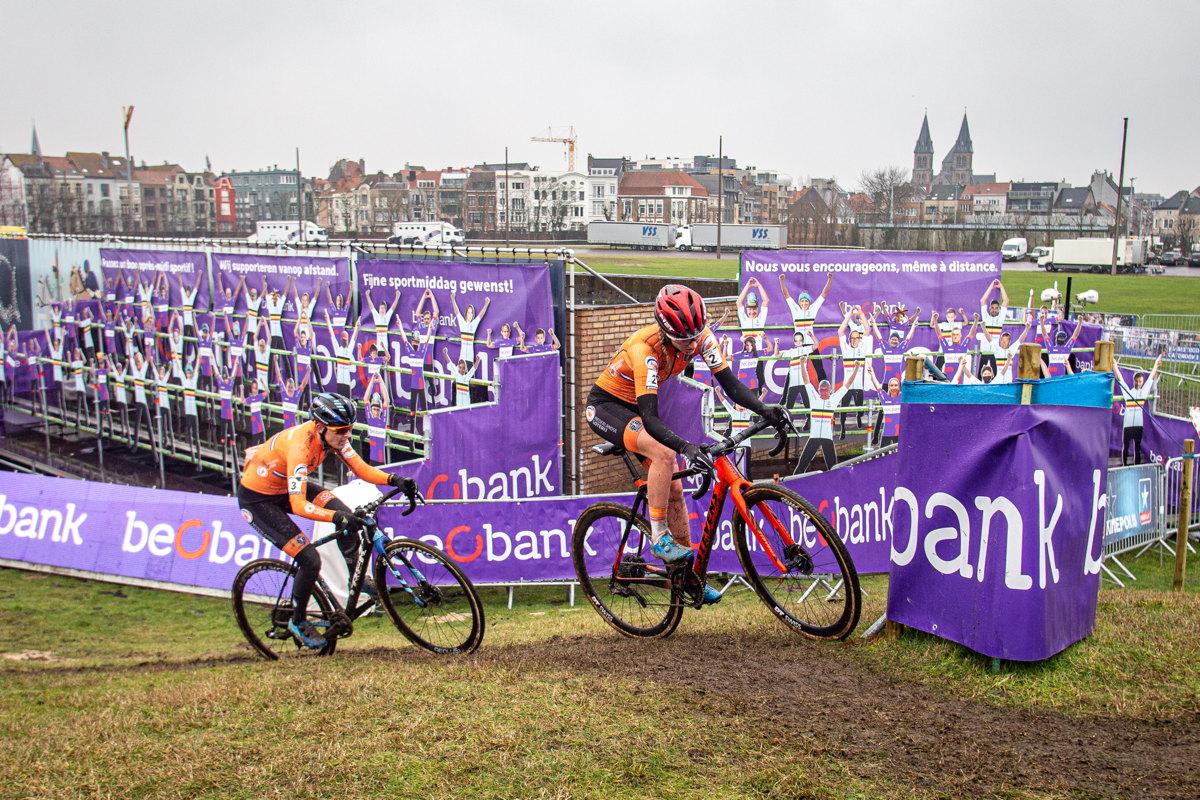 MS Cyklokros 2021 - závěrečná hoinčka v podání Annemarie Worst a Lucindy Brand
