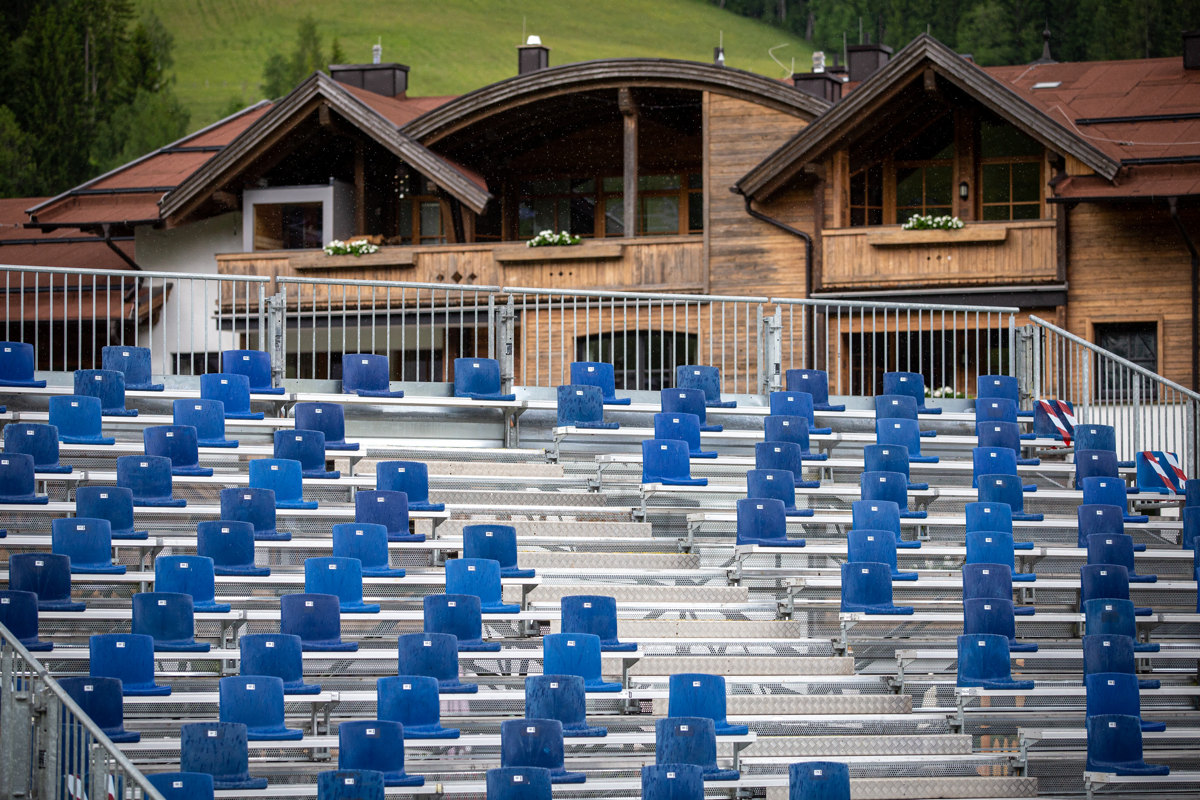 SP Leogang 2021 - trénink - vtipná tribuna