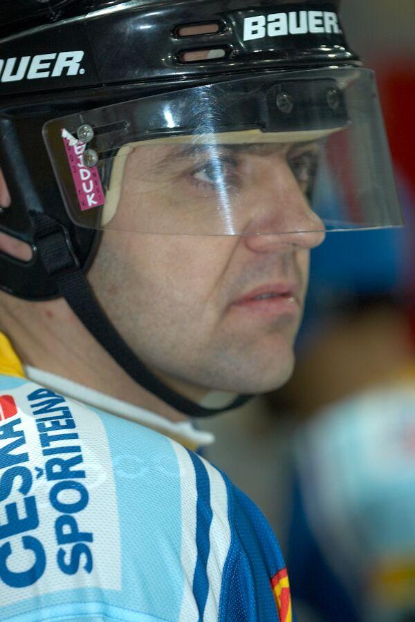Petr Konečný - Vánoční hokejový zápas mezi cyklisty a zaměstnanci pražské Sazka Areny, 2006