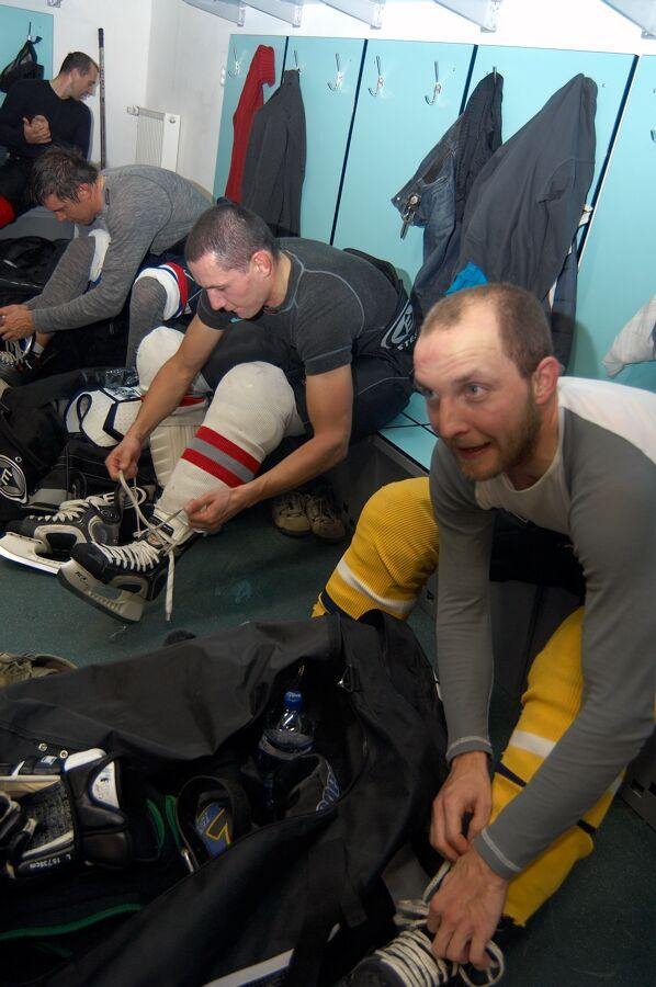 Petr Benčík, René Andrle, Pepan - Vánoční hokejový zápas mezi cyklisty a zaměstnanci pražské Sazka Areny, 2006