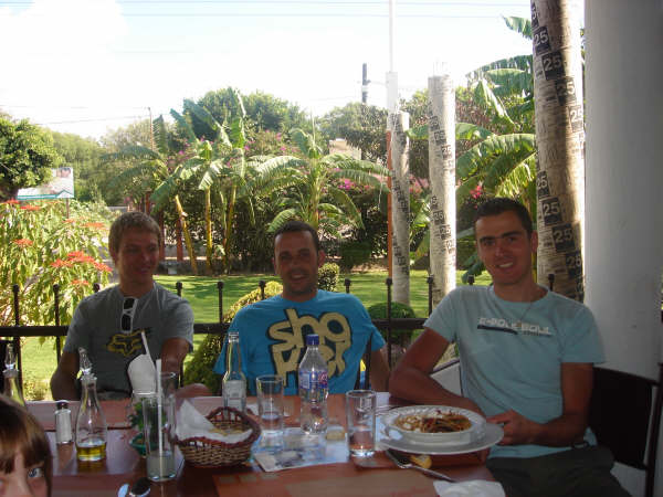 Jose Antonio Hermida Ramos - Jose s Ralphem Nafem a Julienem Absalonem na dovolené v Mexiku