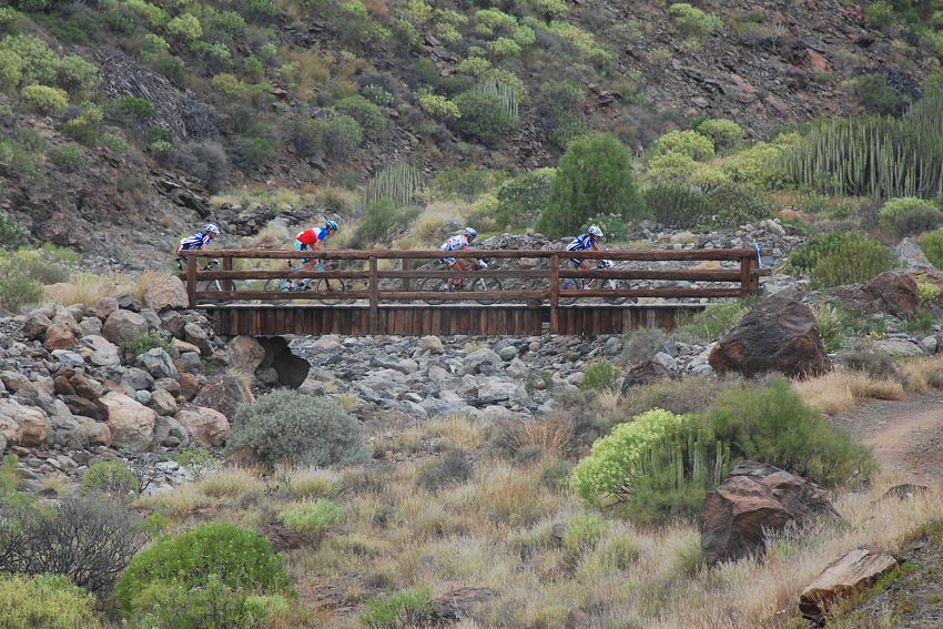 SP MX no. 1 - Gran Canaria - vedouc� kvarteto na 15. km