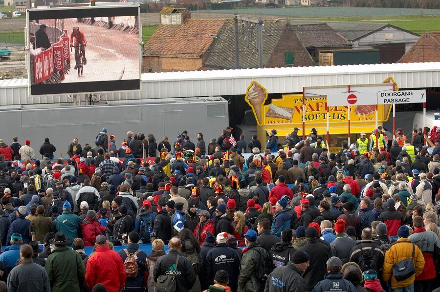 Desetitisíce diváků na trati - Mistrovství světa v cyklokrosu 2007, Hooglede, BEL - kat. pod 23 let