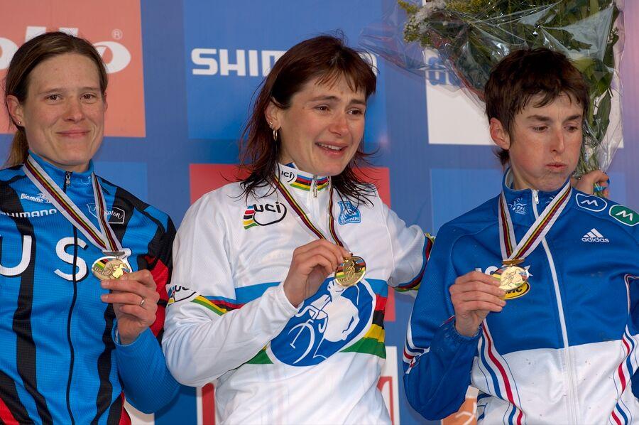 1. Maryline Salvetate, 2. Katie Compton, 3. Laurence Leboucher - MS cyklokros 2007, Hooglede-Gits (BEL)