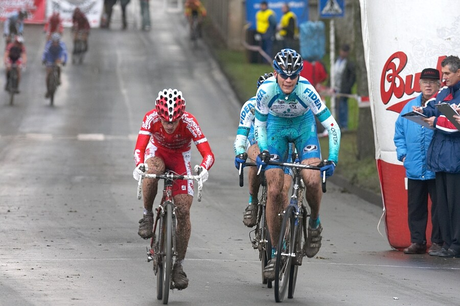 Mistrovství České republiky v cyklokrosu - 6.1. 2007 - Č. Lípa - Nájezd do druhého kola - Dlask, Klouček, Štybar