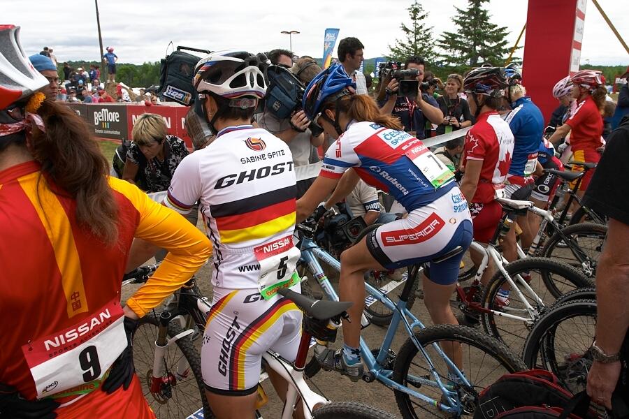 Nissan UCI MTB World Cup - Mont St. Anne, 23.6.'07 - Hu��kov� v prvn� lajn�