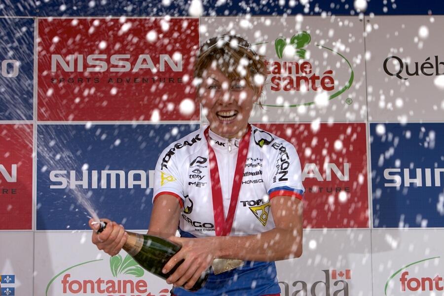 Nissan UCI MTB World Cup - Mont St. Anne, 23.6.'07 -  radost v podání Rusky Kalentievy