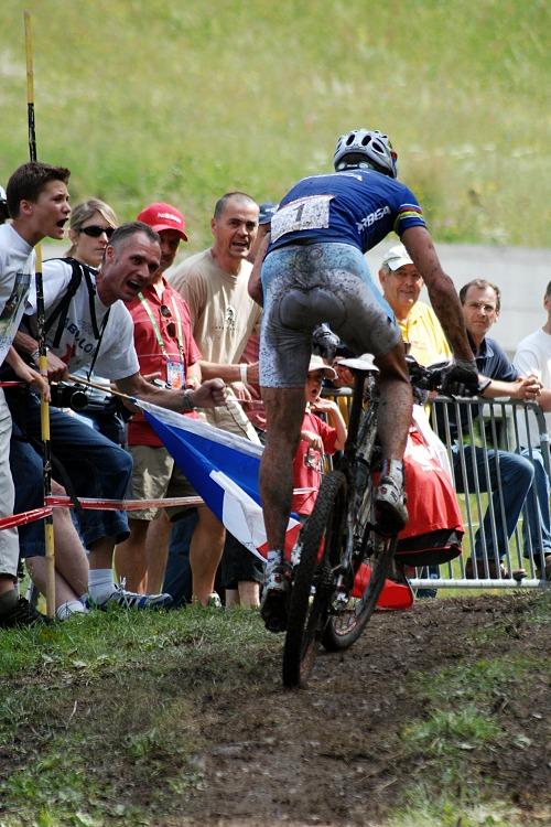 SP XC Champéry 2007 - Absalon hnán diváky v posledním kole