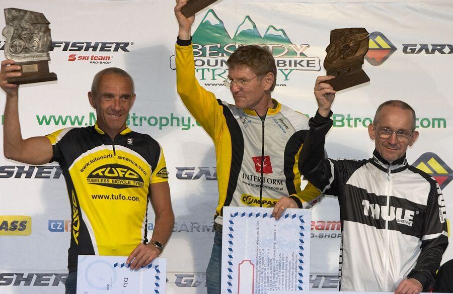 Beskidy MTB Trophy 2007 - 3. etapa 10.6. - druhý v kategorii nad 50 let skončil Zdeněk Omer