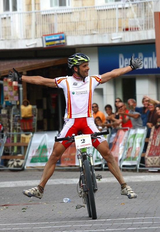 ME Cappadocia 2007 - závod mužů 15.7. - Jose Antonio Hermida si vychutnává třetí titul Mistra Evropy