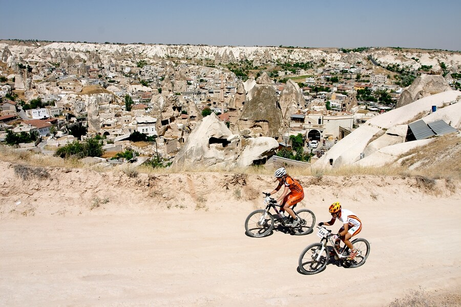ME XC Cappadocia - Turecko 2007 - v pozadí městečko Göreme