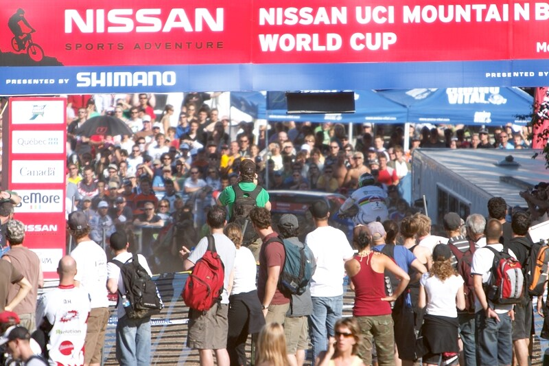 Nissan UCI MTB World Cup DH+4X #3, Mont St. Anne 24.6.'07 - Hill dojíždí do cíle