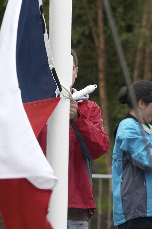 MS MTB - Fort William 5.9. 2007 - již připevňují českou vlajku