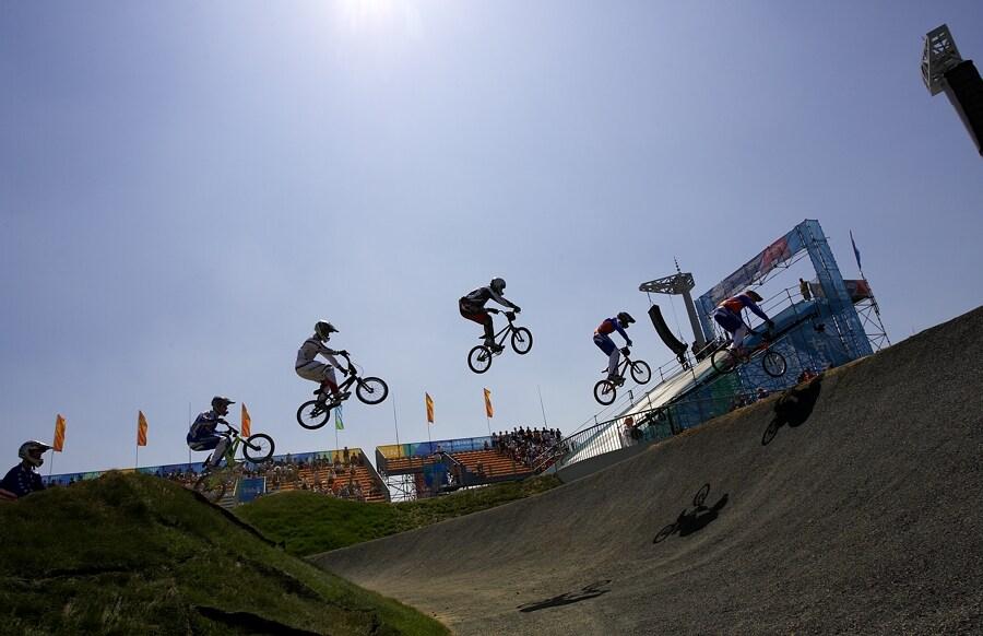 SP UCI BMX Supercross, 20.-21.8. 2007 Peking/Čína - obávaný skok přes dámskou klopenku