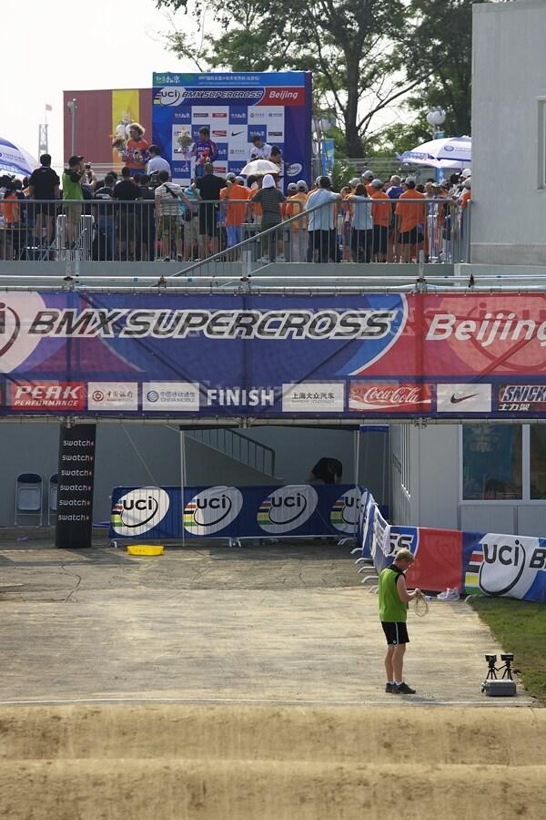SP UCI BMX Supercross, 20.-21.8. 2007 Peking/Čína - vyhlášení vítězů na supr nevhodném místě