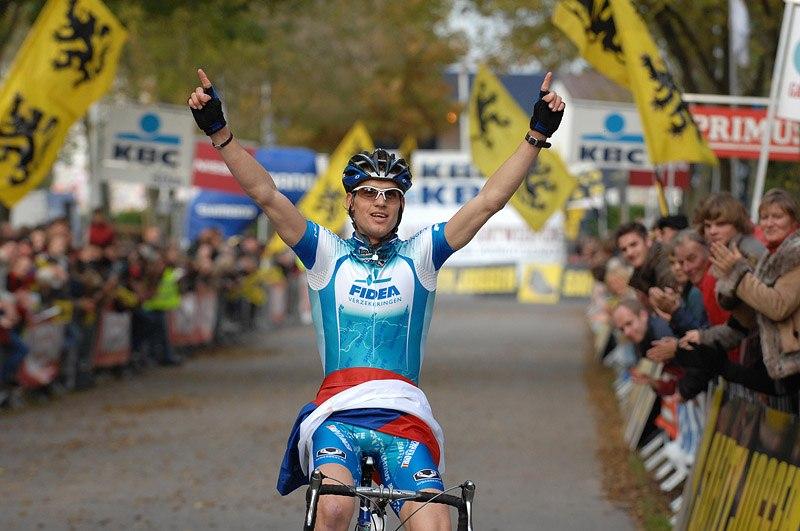 UCI Cyclo Cross World Cup #1 Kalmhout 20.10. 2007, foto: Frank Bodenmüller - Zdeněk Štybar v cíli