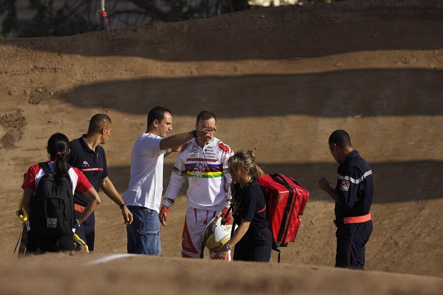 UCI BMX SuperX   13.-14.10. 2007 - Frejus, Francie - Kyle Bennet po pádu