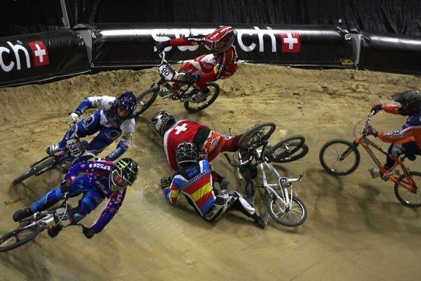 UCI BMX Supercross - Madrid 9.2. 2008 - osmifinálová pokládka v první klopence