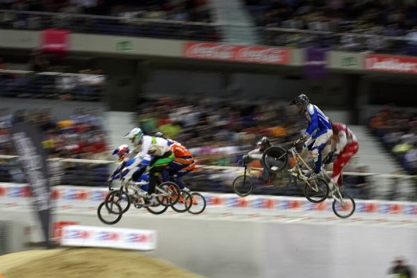 UCI BMX Supercross - Madrid 9.2. 2008 - osmifinálová rozjížďka s Michalem Prokopem