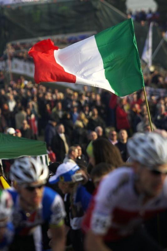 MS cyklokros 2008, Treviso - It�lie 27.1. - Italov� ��leli, kdy� jeli dom�c� borci