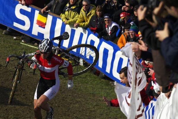 MS cyklokros 2008, Treviso - Itálie 27.1. - Hanka hnána fanoušky
