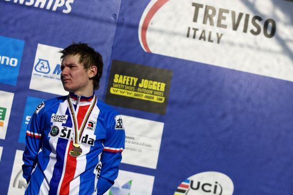 """MS Cyklokros 2008, Treviso - Itálie 26.1. - Lubomír Petruš dával na stupních vítězů najevo své """"zklamání"""""""