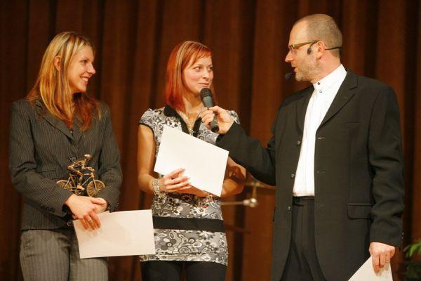 Král cyklistiky - Kongresové centrum Praha, 7.12. 2007 - krasojezdkyně Andrea Petříčková a Iva Valešová