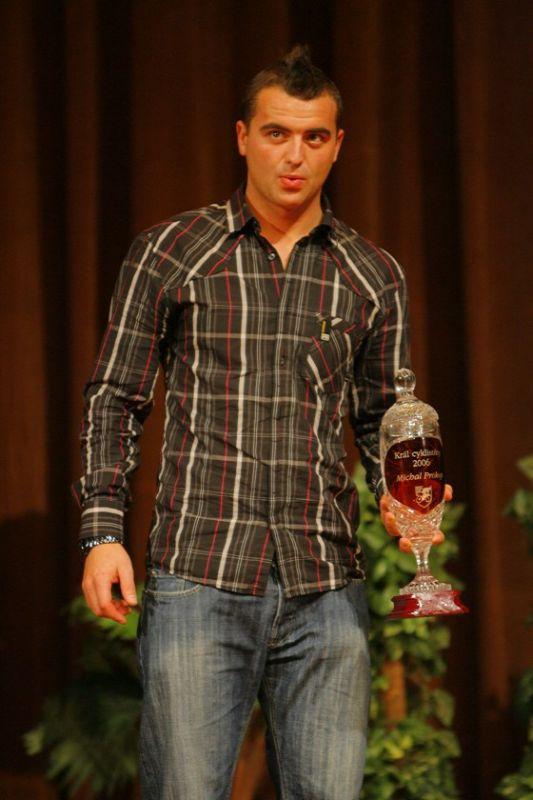 Kr�l cyklistiky - Kongresov� centrum Praha, 7.12. 2007 - Michal Prokop dostal poh�r i za lo�sk� rok