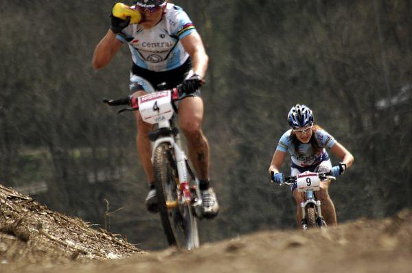 SP XC #1 2008 Houffalize - Huříková jde po Sabine Spitz
