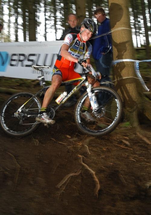SP XC #1 2008 Houffalize - Filip Eberl se dostává mimo ideální stopu