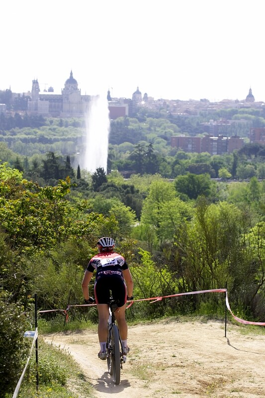 Nissan UCI MTB World Cup XC #3 - Madrid 4.5.'08 - Krásný pohled přímo z trati na královský palác Palacio Real