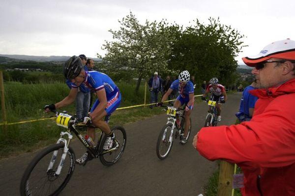 Mistrovství Evropy - 18.5.2008, St. Wendel/GER - trnér Lutovský sleduje české bikery