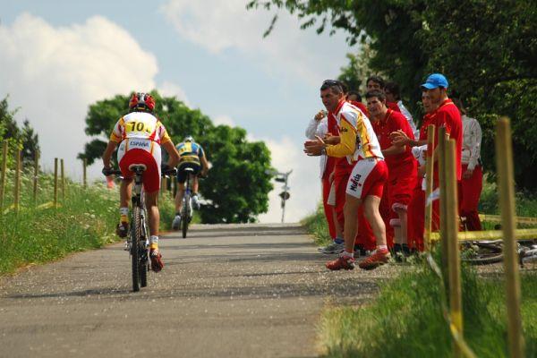 Mistrovství Evropy 2008 St. Wendel (GER) - štafety - Španělé povzbuzují Fullanu na třetím úseku